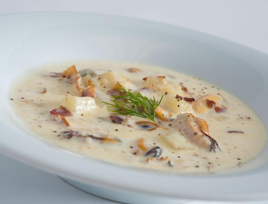 Морской коктейль под сливочным соусом