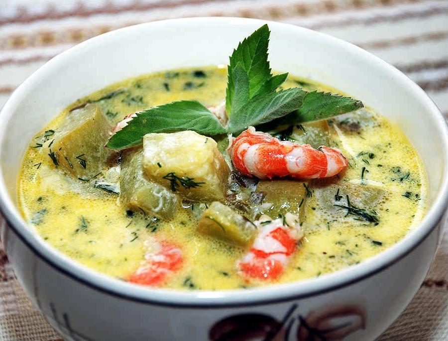 Легкий суп с северными креветками и кабачком
