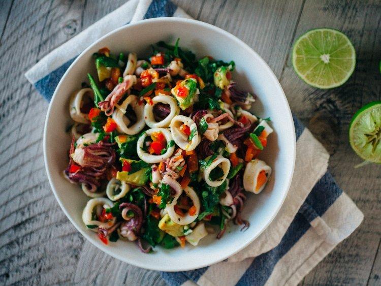 Лёгкий салат с кальмарами